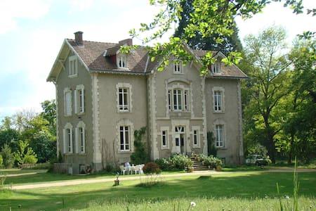 B&B Château la Perche - Buxières-sous-Montaigut