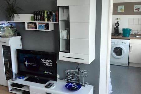 Lauschige 2 Zimmer Altbauwohnung - Apartamento