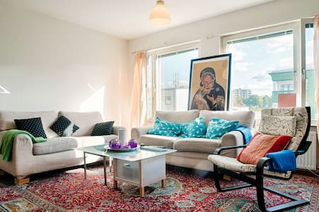 Nice and cozy room Close to Stockholm city - Aamiaismajoitus