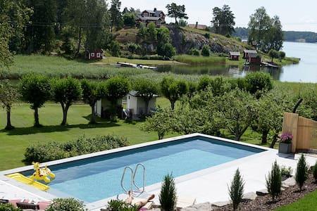 Unique waterfront property - Bergshamra - Villa
