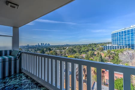 Skyline Views Modern Condo Weho/BH - West Hollywood - Pis
