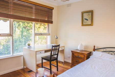 Private Room in quiet neighborhood - Burwood East - House