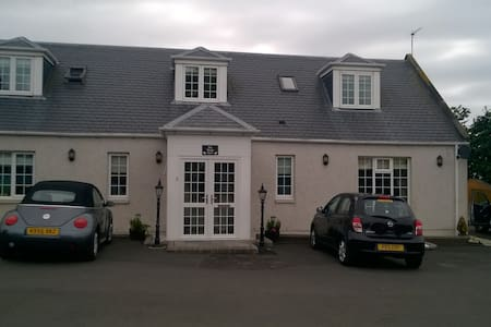 Stunning 2 Bedroom House near Troon Golf Course - Prestwick - House