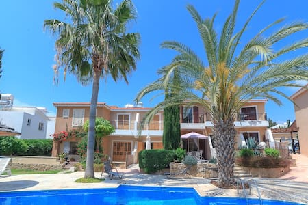 Villa in Paphos with pool - Lakás