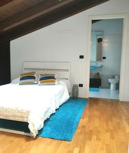 Big room with private bathroom and cooking courses - Huoneisto