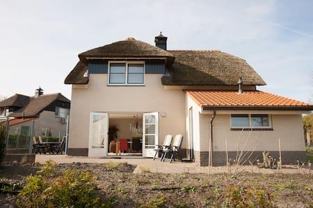 Luxe Villa + ligplaats IJsselmeer - Ház