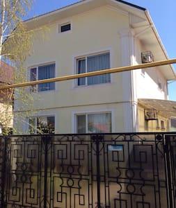 Сдам свой дом в Каролино-Бугаз - Karolino-Buhaz - House