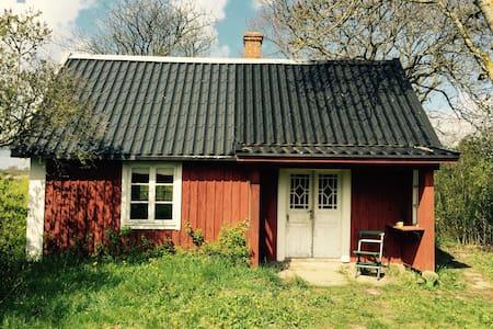 Grandmothers lovely Öland cottage - Dom
