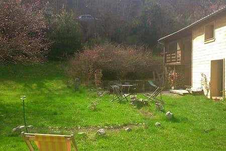 Maison avec jardin à louer, Drôme. - Casa