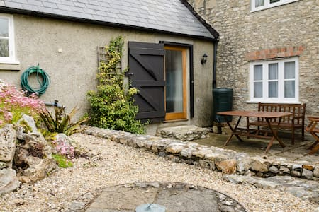 'Mwendafye' cosy Gr II  cottage  - Dalwood - House