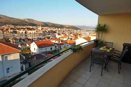 AMAZING VIEW with PARKING INCLUDED - Appartement