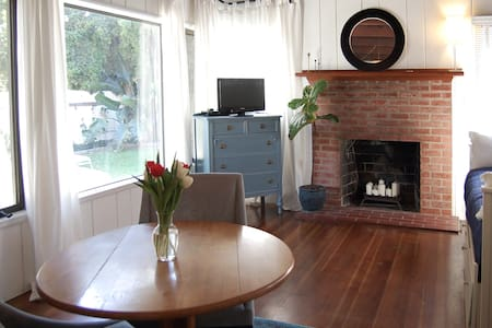 Charming 1930's Studio Guest House
