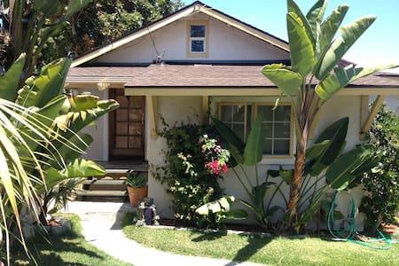 Craftsman Beach House + GUEST HOUSE - Casa