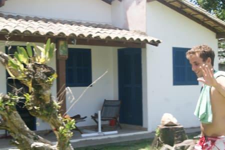 Uma linda casinha num belo quintal! - Casimiro de Abreu