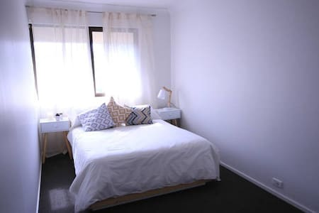 Queen Bedroom Vibrant Surry Hills