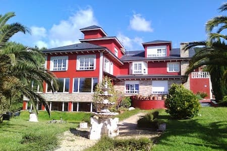 Hotelito a 2 km de Luarca y playas - Bed & Breakfast