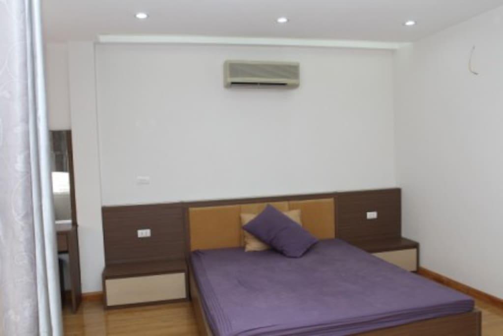 Large room in Hanoi city centre