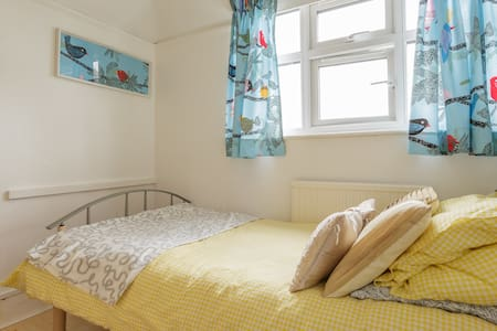 Single room in house close to sea - Selsey - Casa
