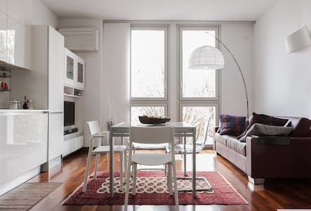Bright room in charming location - Milano - Apartment