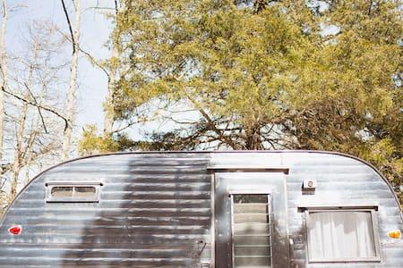 Cozy Vintage Camper Brought to You - Cincinnati - Camper