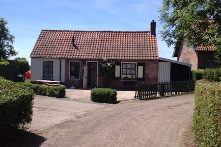 Cottage with a beautiful view - Kisház