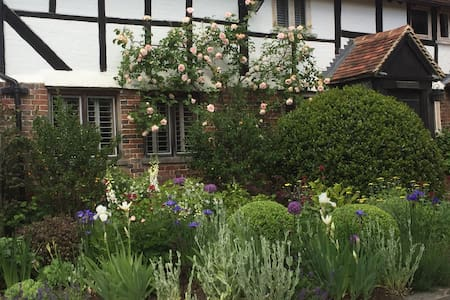 16th Century Farmhouse, Haselmere - Casa