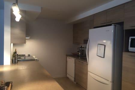 Appartement complet près de tout - Appartement