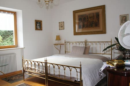 In a villa, privat bedroom and bathroom - Gargazzone - Villa