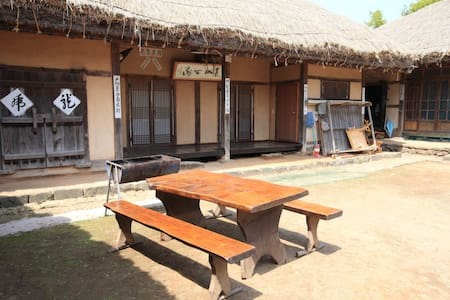 할아버지네, 아산시 외암민속마을의 전통 초가집 - Songak-myeon, Asan-si