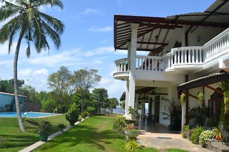 Villa Barbara pool lagoo  SriLanka - Vila