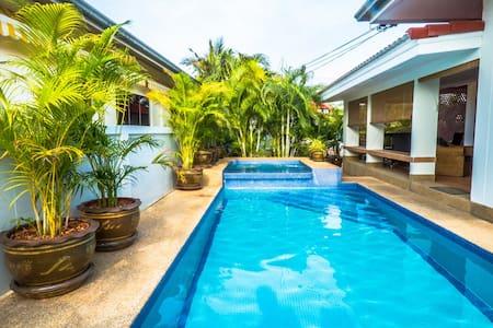 1 Bdrm in our Pool Villa - convenient location - Tambon Nong Kae - Bed & Breakfast