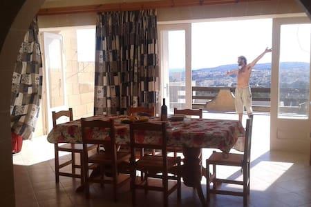 Superoffer whole apartment near the sea and ferry - Qala - Appartamento