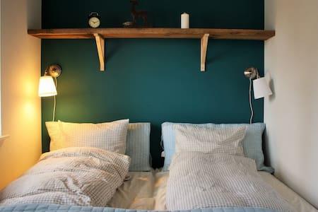 Stort værelse i naturskønt område - Bed & Breakfast