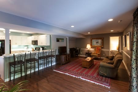 Private In-Law Suite, Business Travel - Louisville - Apartment