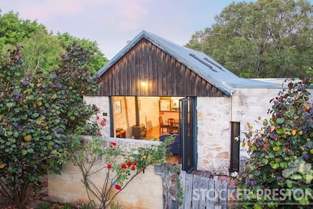 """Harwood's Cottage, """"The Old Barn"""" - Quindalup - Townhouse"""