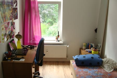 Nice room near the Technical University - Apartment