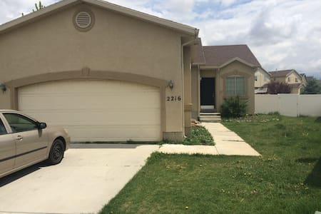 Nice & Spacious 4BDRM in Lehi - House