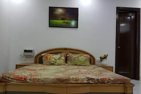 Beautiful Furnished Room, Homely atmosphere - Maison