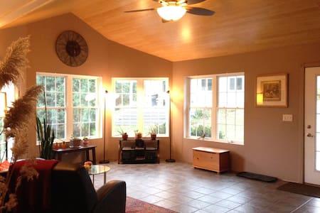The Lake House @ Lakeshore Guest House - Norwood