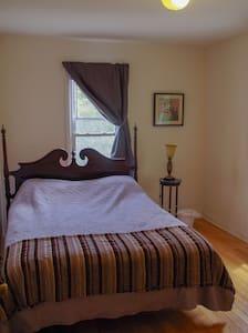 Private Room in Downtown Elgin - Elgin - Lägenhet
