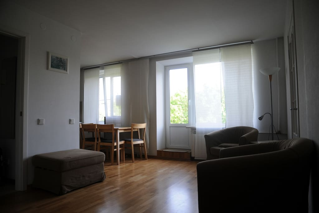 The living-room (including the kitchen)/ Холл, совмещенный с кухней