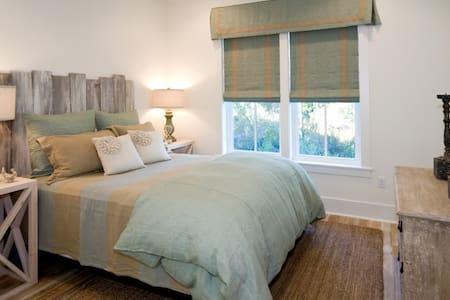Private room in Montauk Estate