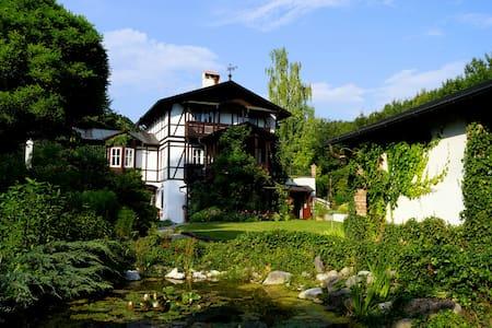 Romantic old villa in Wienerwald - Villa