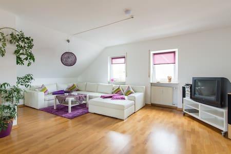 Stylische Dachwohnung - Kronberg
