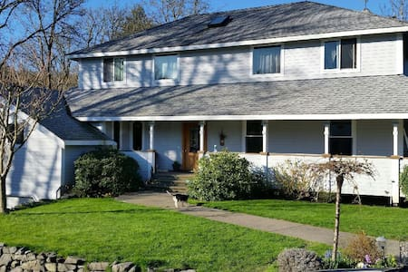 5 MIN FROM CHAMBERS BAY 3600 sq. ft - House
