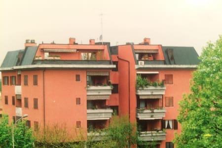 Accogliente trilocale vicino Linate - Appartement