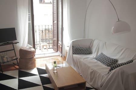 sunny small room in lavapiés - Madrid - Apartment