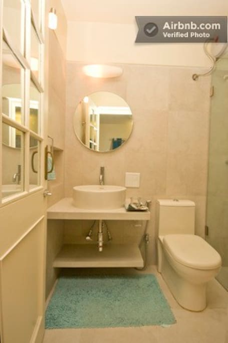 Large Twin room in Quiet Home, Pune