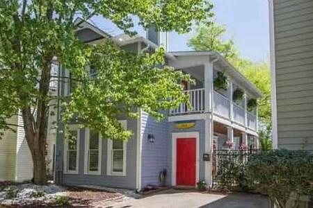 Charleston Charm in Grant Park Home