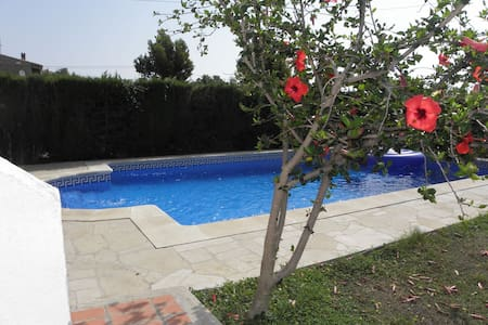 bonita villa cerca de la playa - Calafat